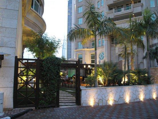 Roda Al Murooj: Access to Double Decker Pub - Outdoor Dining Area