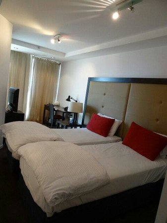 Adina Apartment Hotel Melbourne Northbank: Bed room.