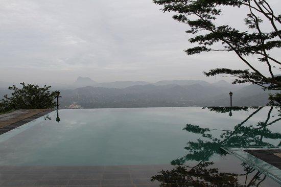 Randholee Resort & Spa: Pool with a view