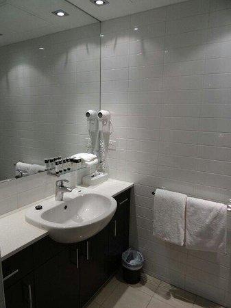 Adina Apartment Hotel Melbourne Northbank: Bathroom