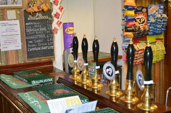 Neuadd Arms Hotel: Great selection of beers brewed on the premises