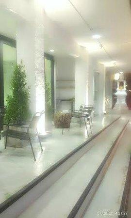 3Howw Hostel@Sukhumvit 21: terrace