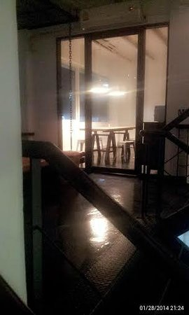 3Howw Hostel@Sukhumvit 21: common room area