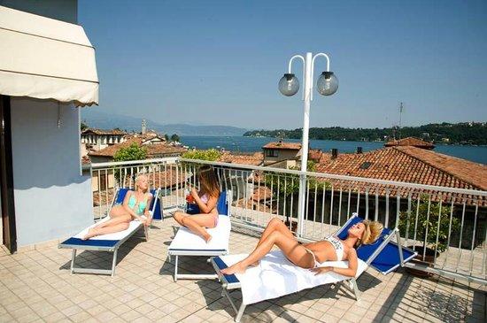 Foto Terrazza Hotel Commercio Vista Golfo di Salò - Hotel Commercio ...
