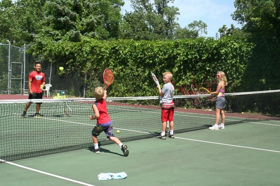 Fair Hills Resort: Private and group tennis lessons