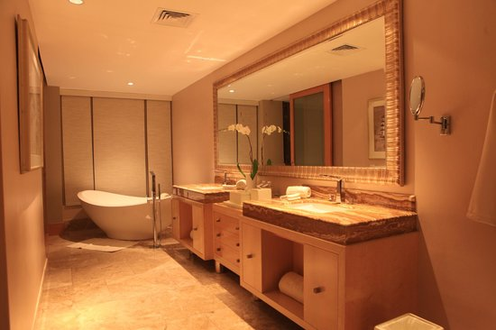 The Mulia: Bathroom