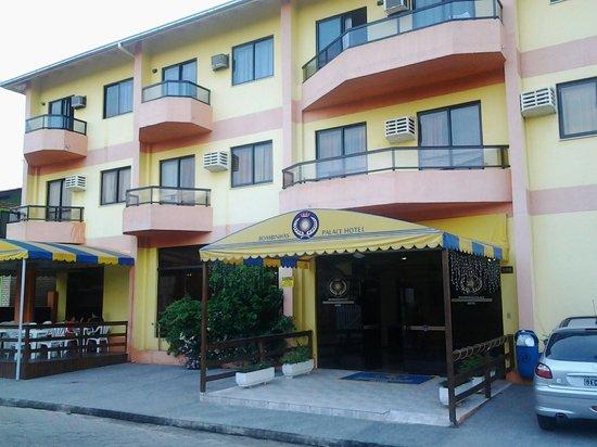 بومبينهاس بالاس هوتل: El hotel