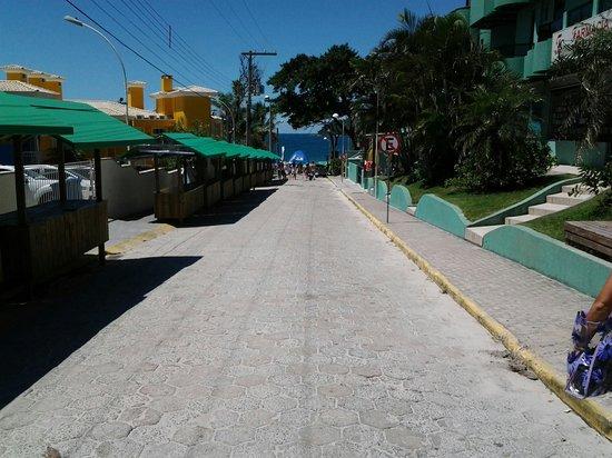 Bombinhas Palace Hotel: a metros de la playa