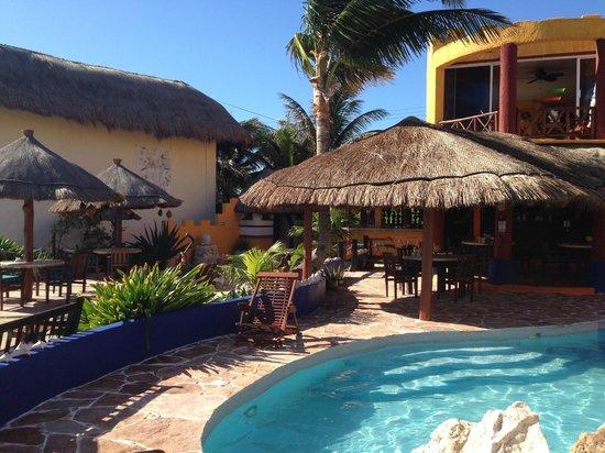 Villa La Bella: tiki area and bar