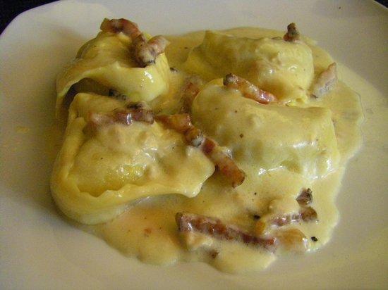 Osteria delle Tre Panche: Tortelli ai carciofi taleggio e pancetta