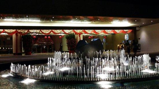 Pan Pacific Singapore: 飯店門口噴水池