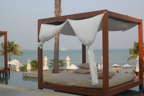 Pullman Phuket Panwa Beach Resort: Seaside Pool day bed