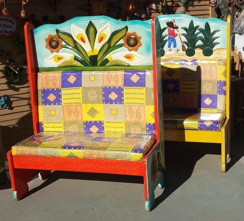 Happy Adobe : Mexican benches
