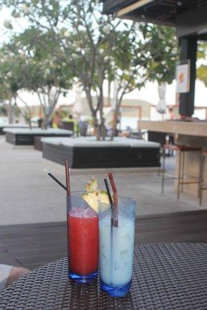 Pullman Phuket Panwa Beach Resort: Pool bar area