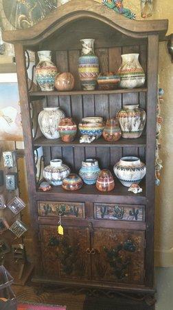 Happy Adobe : Navajo Pottery