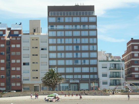 Dazzler Puerto Madryn: Frente al hotel
