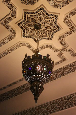 Riad le Clos des Arts : Exqusit lamps everywhere.