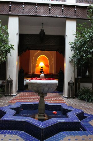 Riad le Clos des Arts : The courtyard, looking into the management office.