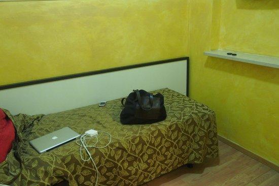 Mini Hotel: Single room, 32 Euros/night