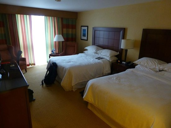 Sheraton Toronto Airport Hotel & Conference Centre: Bedroom