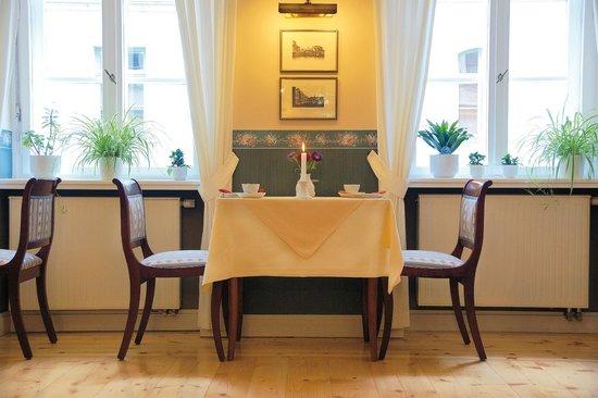 Hotel Martha Dresden: Tisch im Frühstücksrestaurant