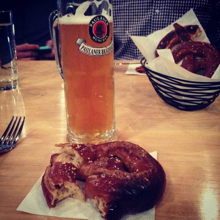 Urban Oyster Tours : Munich Lager and a soft pretzel