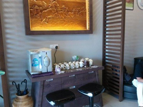 CT Hotel: Free Coffee Tea Making Facilities at Lobby
