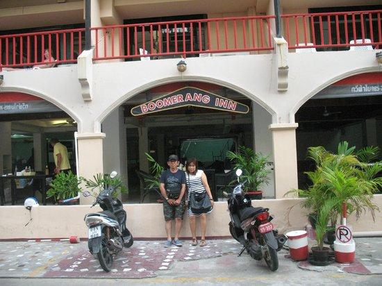Boomerang Inn: bergaya di depan hotel