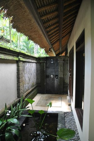 ‪‪The Ubud Village Resort & Spa‬: Outdoor bath‬