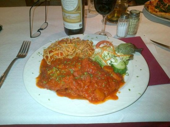 New Donatello: Italiaans dungesneden kalfsvlees met tomatensaus en pasta