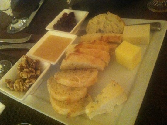 Stowe Mountain Lodge : Cheese! Oh the Cheese!!!