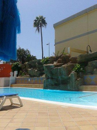 Casas Pepe : swimmingpool met waterval