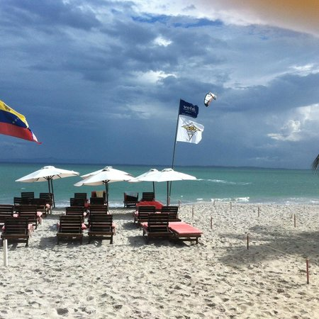 Canoa: Vista de la playa desde el Restaurant