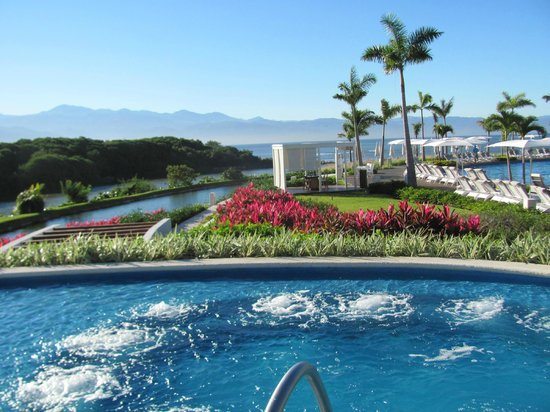 Grand Luxxe Nuevo Vallarta: small portion of the grounds