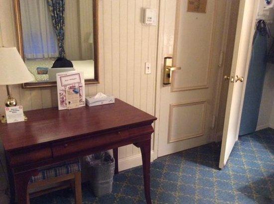 Wellington Hotel: Desk