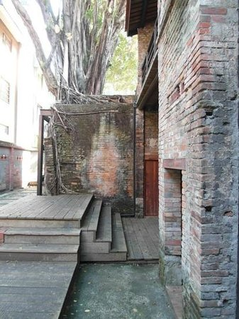 Bopiliao Ancient Street: Coexistence of nature and building