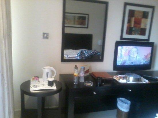 City Seasons Hotel : hotel room captured on samsung mobile