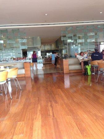 Sheraton Nha Trang Hotel and Spa : hotel breakfast