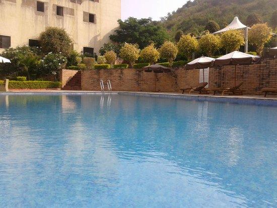 Cambay Resort Udaipur: pool