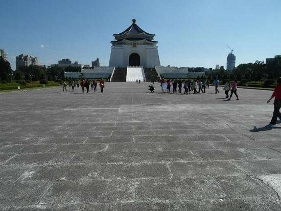 Mémorial Tchang Kaï-chek : The plaza leading to the memorial
