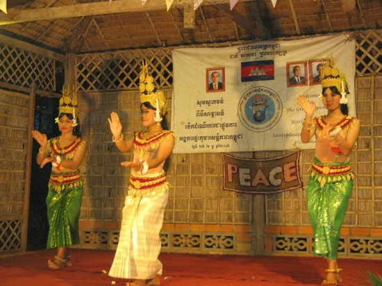 Traditional Khmer Dancing at Cambodian Children's House of Peace: Танец