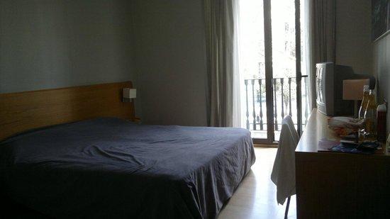 Hotel Arc La Rambla: Our hotel room