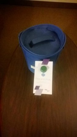 Four Points by Sheraton Meriden: Ice bucket