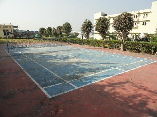 Cambay Resort Udaipur: badminton court