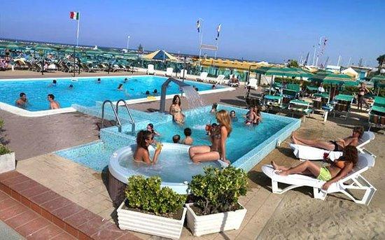 Hotel Touring Spiaggia : La piscina