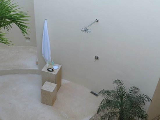 Rosewood Mayakoba: Outdoor shower