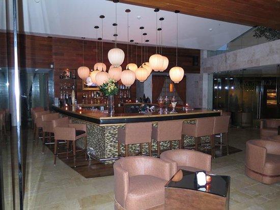Rosewood Mayakoba: Bar at dusk
