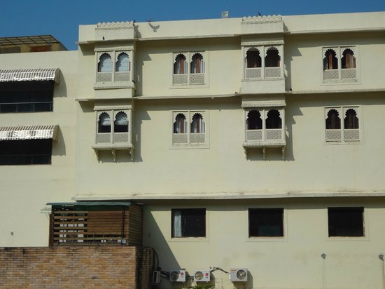 Cambay Resort Udaipur: Back view of the hotel
