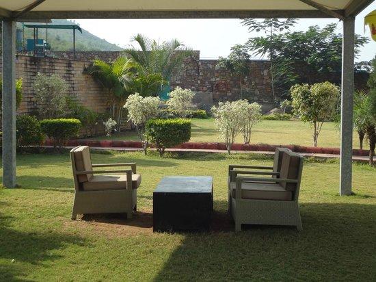 Cambay Resort Udaipur: garden