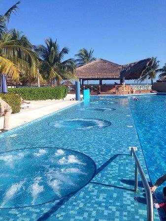 Presidente InterContinental Cancun Resort: Main pool